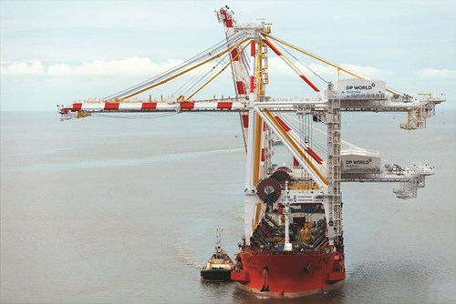 Giant crane arrives in Port Botany
